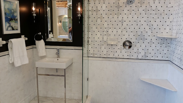 Bathrooms - 20150825_114727.jpg