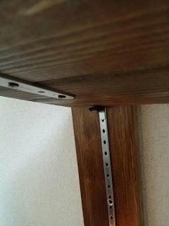 DIYで手作りウッドシェルフ棚の支柱と棚受け