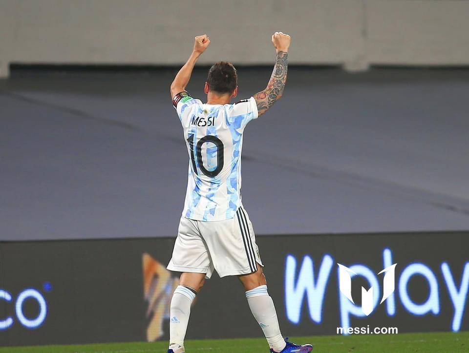 Leo là người mở tỷ số cho đội tuyển Argentina trong trận đấu với Uruguay