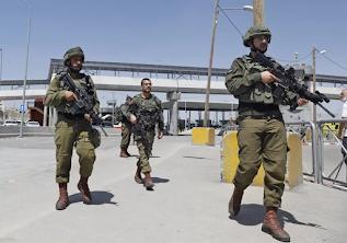 Cisjordânia: 6 soldados, 4 palestinos feridos em confrontos em Qalandiya