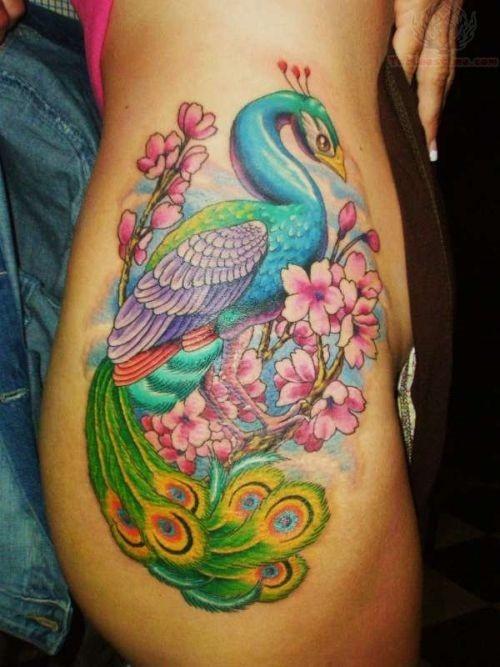 sexy_pavo_com_flores_hip_tatuagem