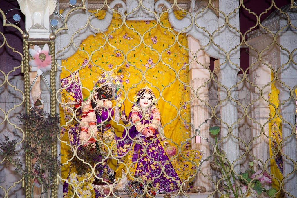 ISKCON New Govardhana Deity Darshan 22 Dec 2016 (9)