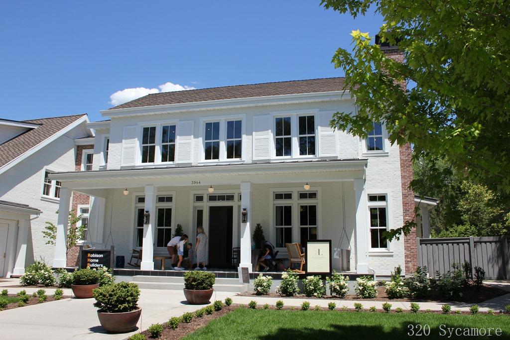 [white+house+white+shutters+classic%5B2%5D]