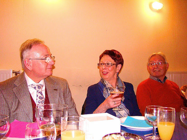 Professeur Manicourt, qui mène les recherches, sa femme et Bernard