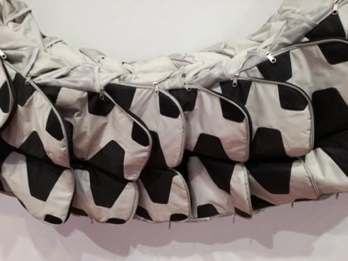 Detail slang samengesteld uit tassen