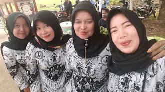 Hari Guru Nasional, Berikut Ini Kisah Guru Honorer di Kabupaten Karawang