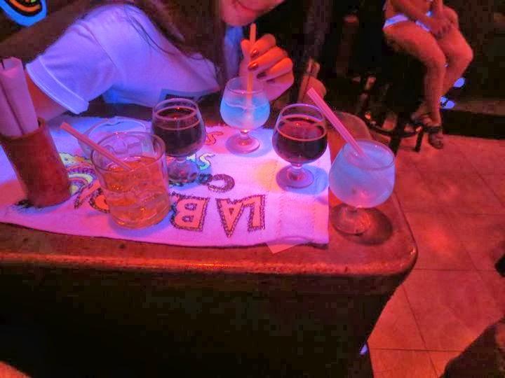 アンヘレスへの老舗バー LA BANBA