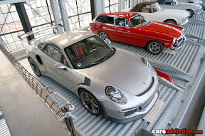 Porsche 991 GT3 RS and Volvo P1800