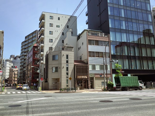八丁堀のビジネス街のビル群の中で、ポツンと1軒たたずむ八丁堀食堂