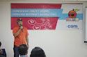 Pembicara pertama, Hendra W Saputro, Managing Director BOC Indonesia sekaligus praktisi Internet Marketing memberikan materi kepada peserta seminar DONGKRAK #2.