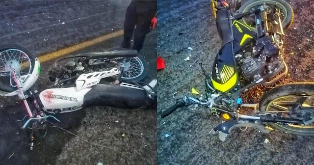 Mueren dos motociclistas tras impactar frontalmente en Cuapiaxtla