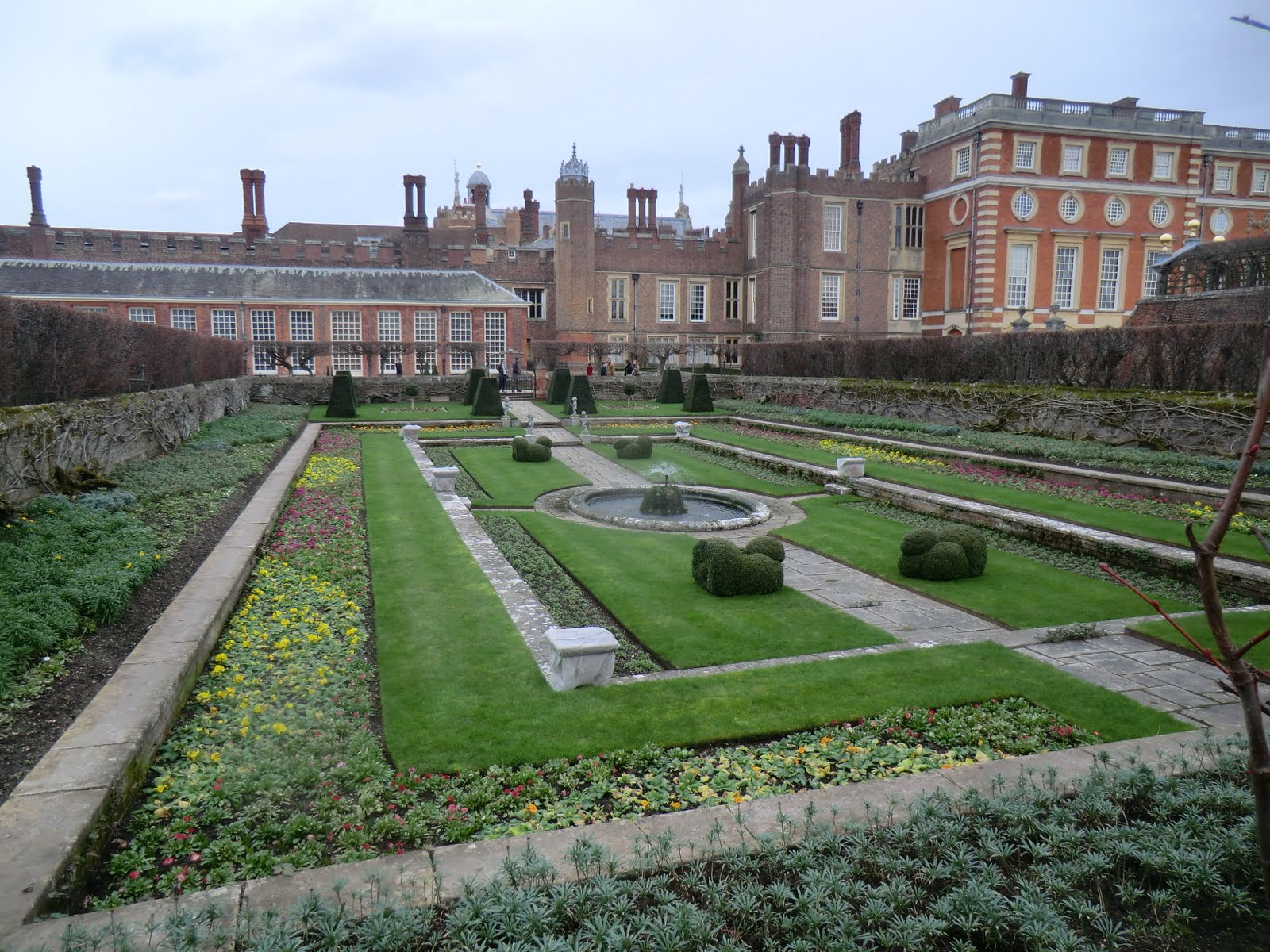 CIMG2704 Pond Garden, Hampton Court Palace