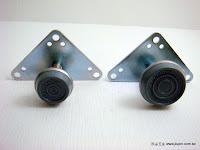 裝潢五金品名:進口調整腳規格:25MM/30MM材質:PVC+白鐵顏色:灰色功能:可裝在櫃子.桌腳下調整高度玖品五金