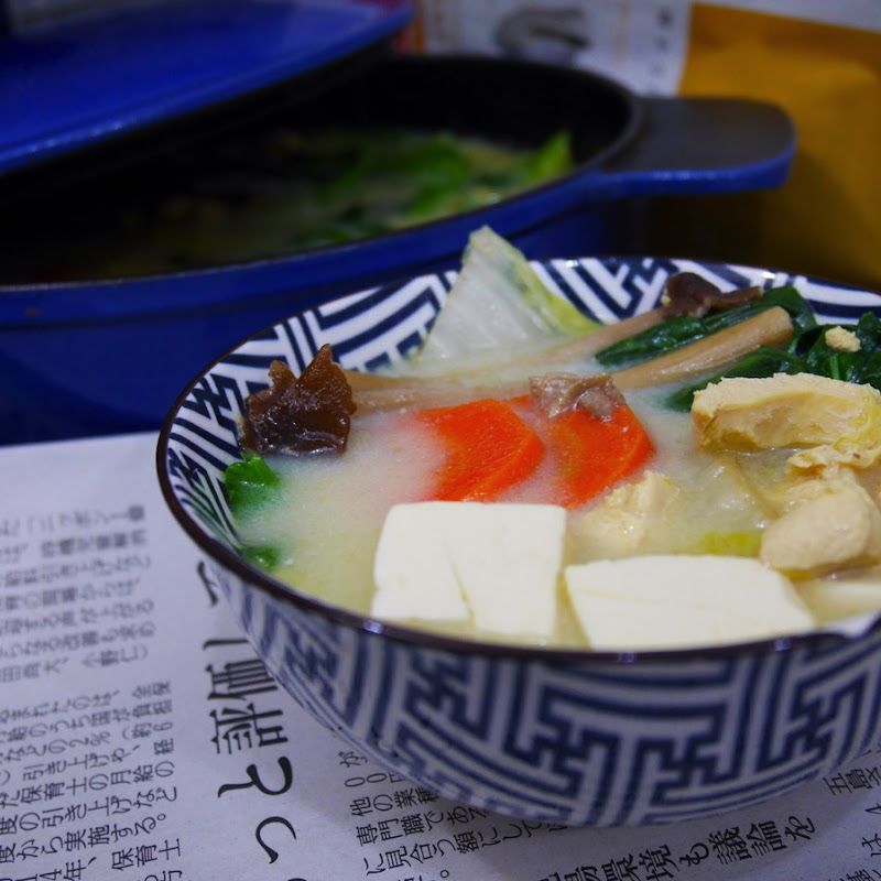 一雞兩吃(上集)- 豆乳雞湯  Soy Milk Chicken Soup (附豆漿及不專業的全雞拆骨方法)【老娘的草根飯堂】