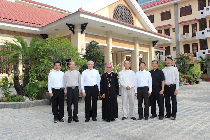 Đức Tổng Giám Mục Leopoldo Girelli thăm TGM Nha Trang và lớp thần học liên tu sĩ