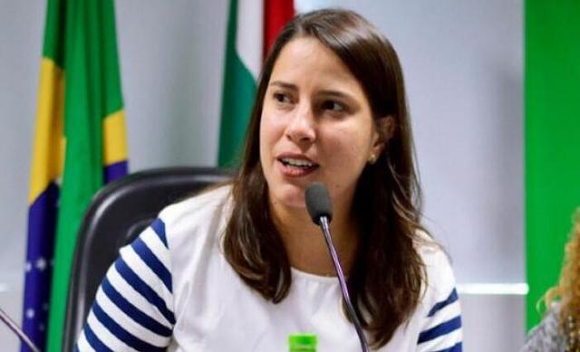 Raquel Lyra 'considera a candidatura' ao governo do estado, diz Bruno Araújo