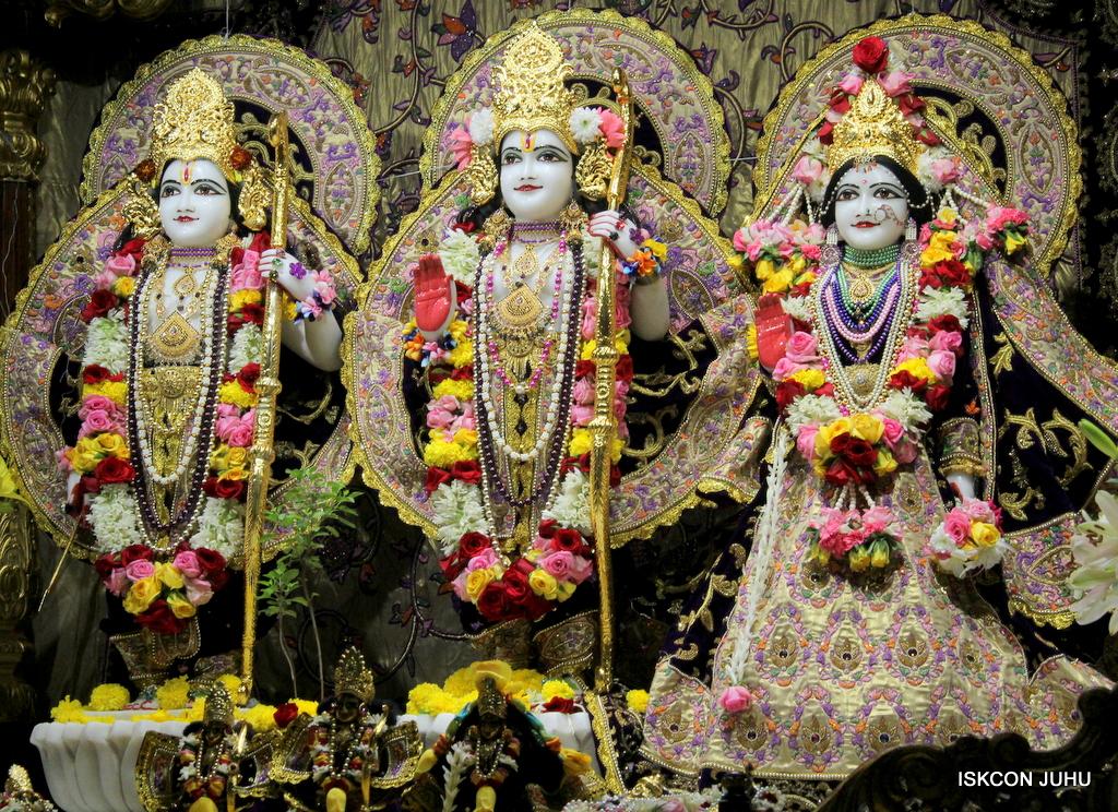 ISKCON Juhu Sringar Deity Darshan on 22nd Oct 2016 (36)