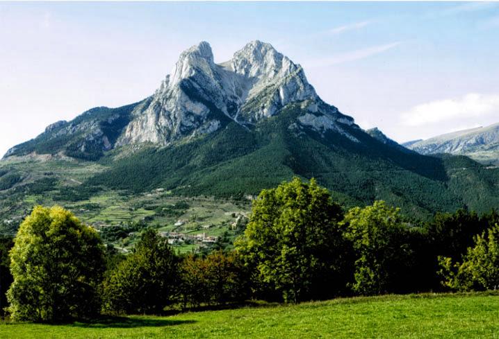 El Racó del Berguedà: Una altre vista del Pedraforca i del municipi de Saldes