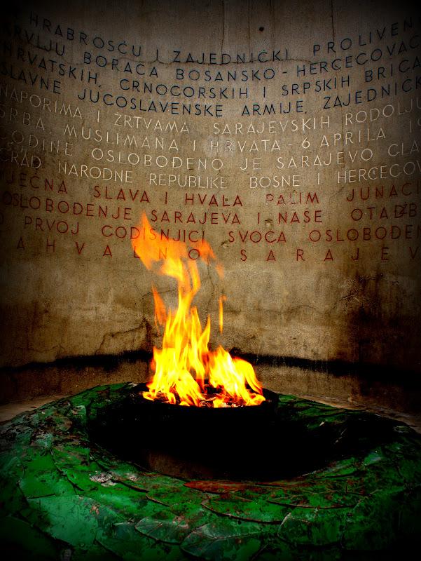 Der 6 April 1945: Befreiung von Nazi Deutschland / Der 6. April 1992: Beginn der Belagerung Sarajevos