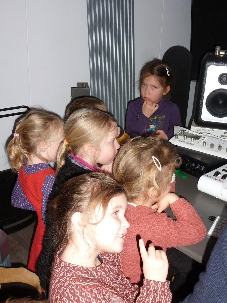 Leefgroep 1 op bezoek in een muziekkamer - P1080935.JPG