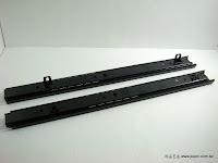 裝潢五金品名:#2731-鋼珠二節抽底滑軌規格:30/35/38/45/50cm材質:鐵電鍍顏色:黑色功能:用於電腦桌玖品五金
