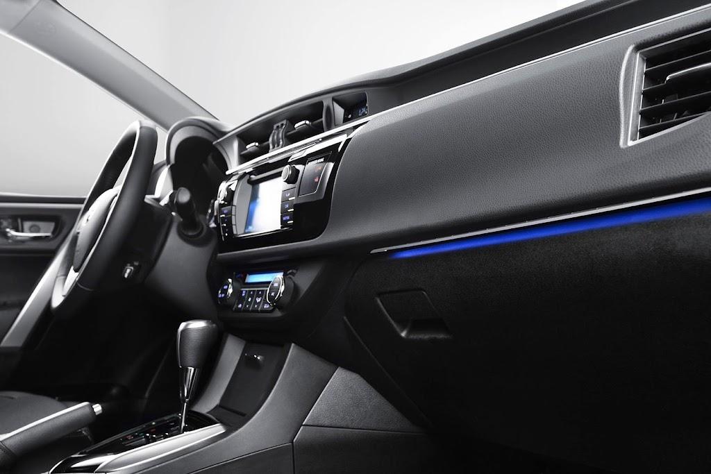 Yeni-2014-Toyota-Corolla-ic-mekan-kabin-3