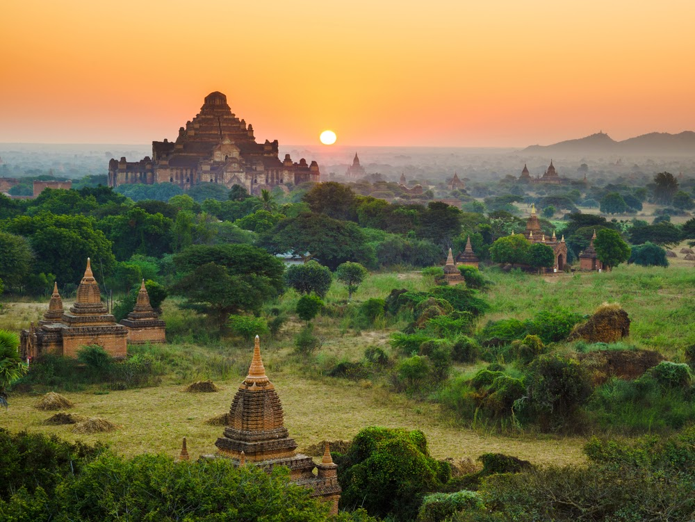 Dhammayangyi temple in Bagan sunrise view