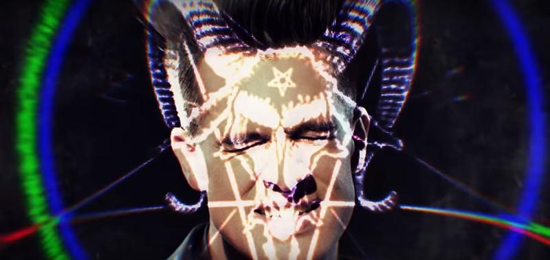 Simbol Baphomet ditampilkan dalam video yang diwakili oleh Brendon.