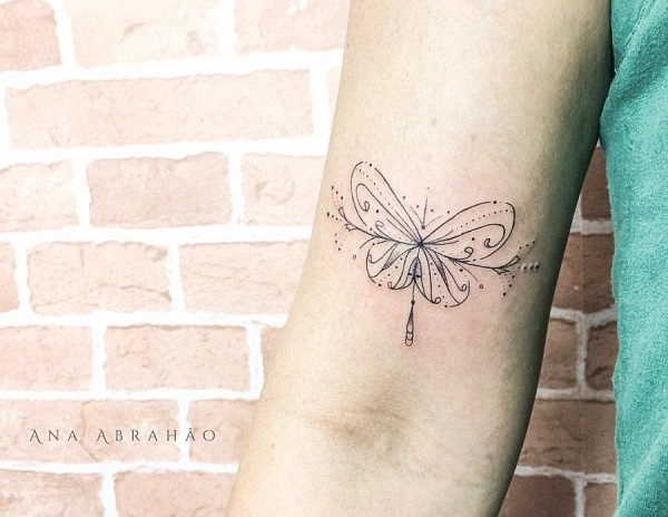 este_requintado_fin_linha_de_tatuagem_de_borboleta