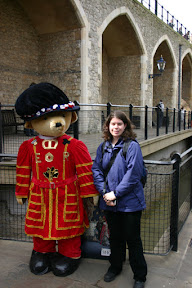 Laura with a beefeater at the Tower of London