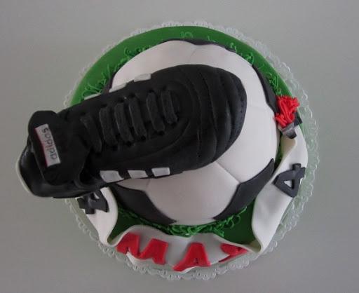 937- Voetbalschoen taart.JPG