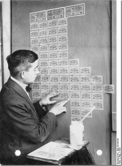 Cédulas de marco alemão coladas como papel de parede