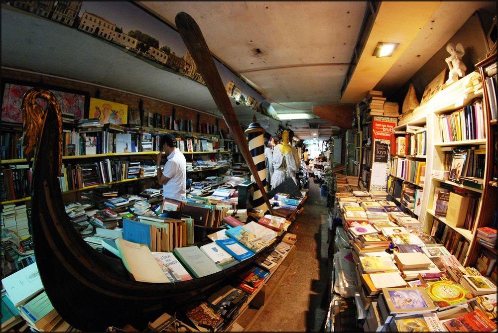 libreria-acqua-alta-3