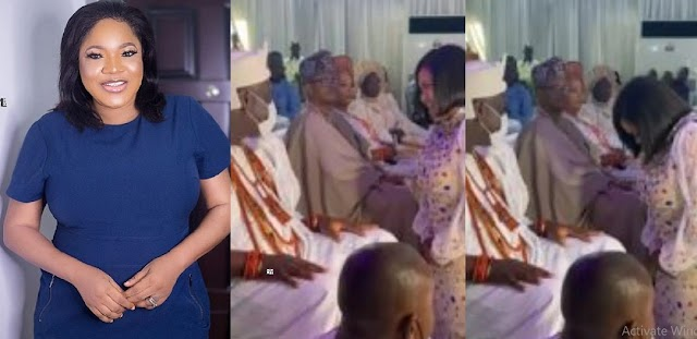 Nigerians react to what Actress Toyin Abraham did to Ooni of Ife at Event