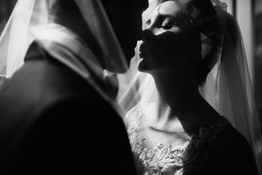Wedding photographer Vasiliy Tikhomirov (BoraBora). Photo of 09.10.2015