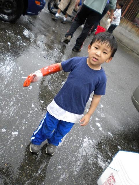 Tibetan Sunday School: Car Wash Fundraiser - Car%2BWash%2B-%2BJune%2B2010%2B026.jpg