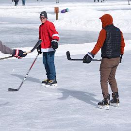 by Aaron Ytterberg - Sports & Fitness Ice hockey