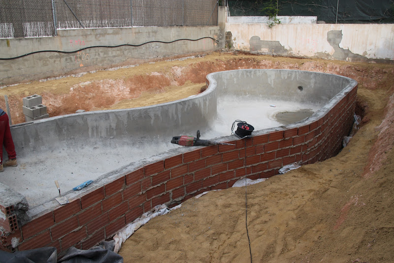 Como hacer una piscina natural urbanarbolismo for Como construir una piscina