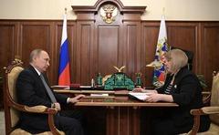 Vladimir Putin and Ella Pamfilova. Moscow, Kremlin.