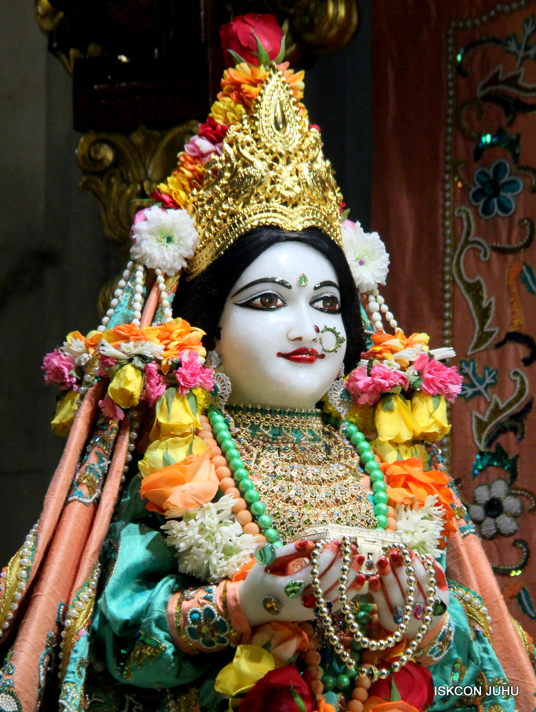 ISKCON Juhu Sringar Deity Darshan on 21st Oct 2016 (2)