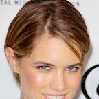 cody-horn-short-chic-straight-brunette-hairstyle.jpg