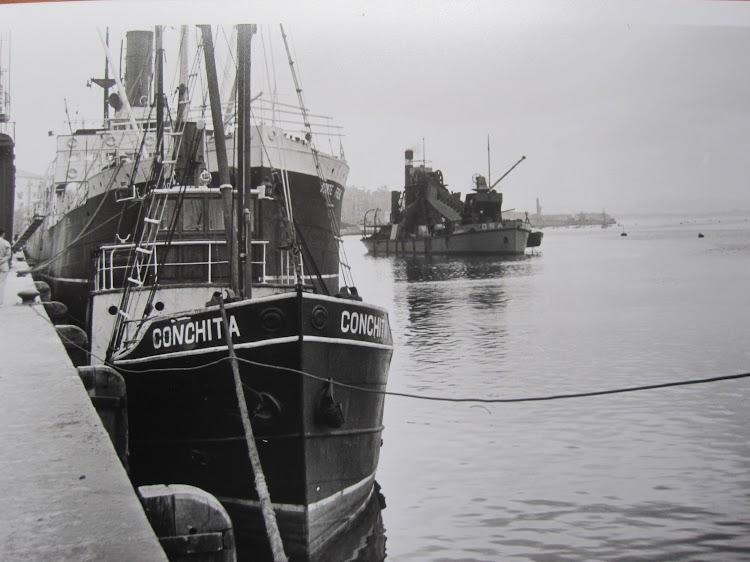 El vapor CONCHITA en el puerto de Santander. Agosto de 1951. Foto Juan Mª Rekalde.JPG