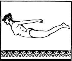 рогнуться в спине, приподняв и отведя назад голову и оторвав от пола как можно выше ноги