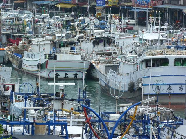Hier il y avait encore le typhon,donc ils sont tous à quai