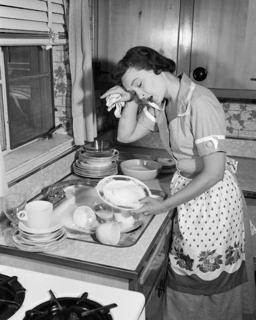 6 Pros And Cons Of Being A Housewife