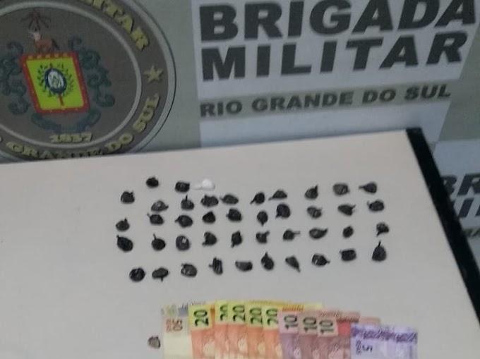 Homem é preso com 43 buchas de cocaína na Anair em Cachoeirinha