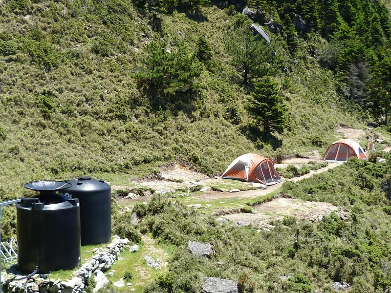Refuge: Jiaming lake shelter. De plus un peu de place limitée pour camper