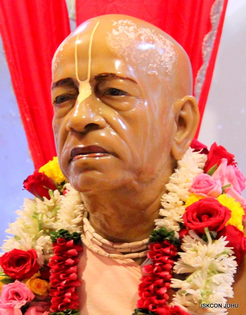 ISKCON Juhu Sringar Deity Darshan on 19th Oct 2016 (36)