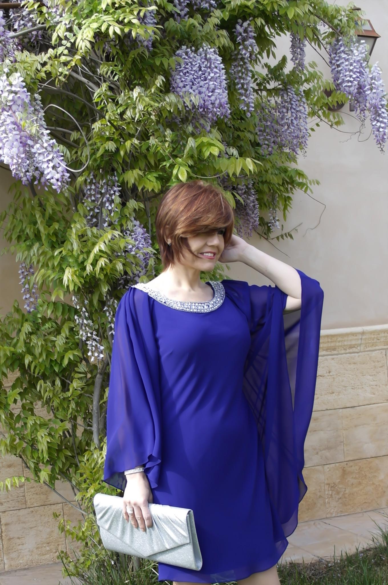 Como combinar un vestido azul electrico de fiesta