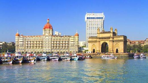 Mumbai, India: Gateway to India monument
